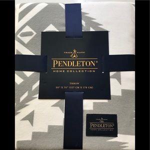 PENDLETON GRAY/WHITE THROW NEW